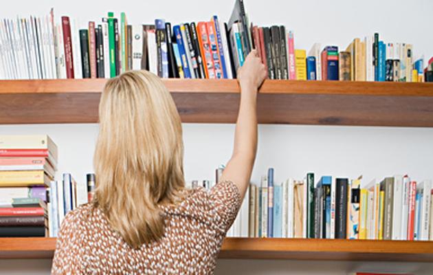Tavaroiden järjestäminen ja paikoilleen laittaminen tekee kodista siistin.