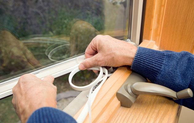 Ikkunoiden tiivistäminen on tärkeää.