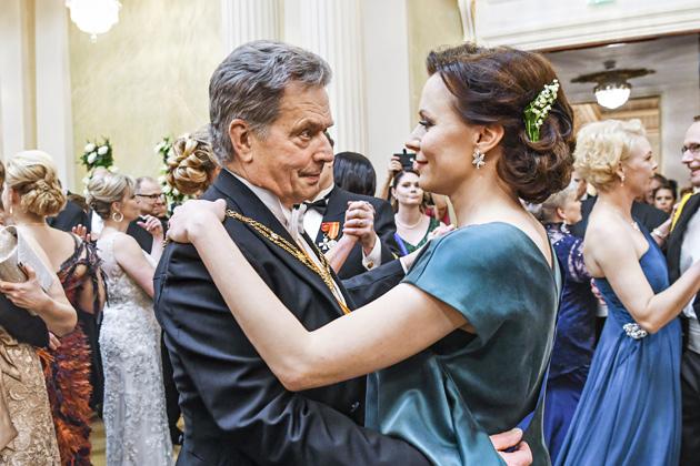 Tasavallan presidentti Sauli Niinistö ja rouva Jenni Haukio linnan juhlissa 2017.