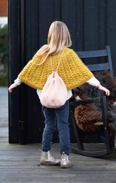 Kauniin keltainen poncho lapselle