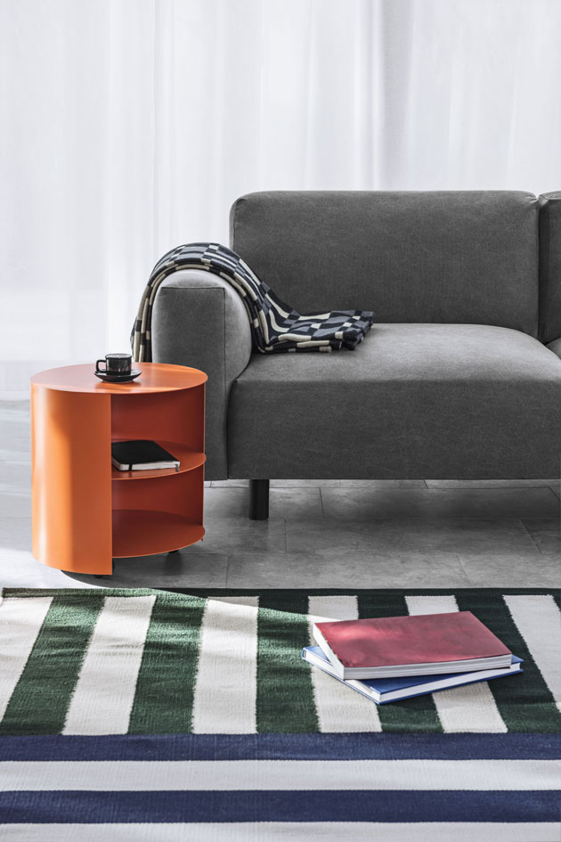 oranssi sohvapöytä