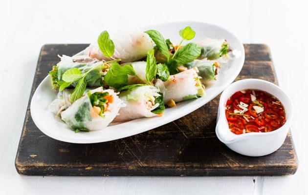 Vappu Pimiän vietnamilaiset riisipaperirullat