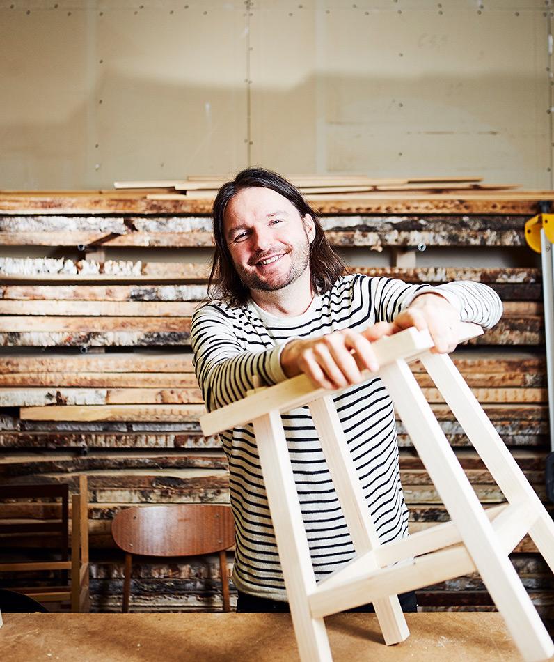 Simo Horto, uusi ammatti, yhteiskuntatieteilijä, barista, puuseppä, itseoppinut, alan vaihto, urakehitys, pöytä, tammipöytä