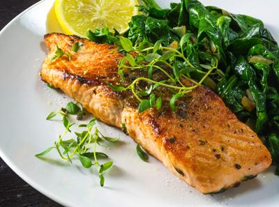 Kala-kasvispainotteinen ruokavalio ravitsee aivoja.