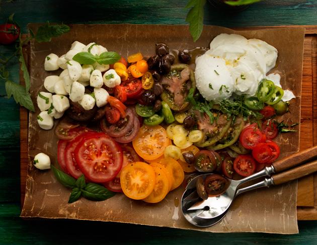 tomaatti-mozzarellasalaatti vadilla