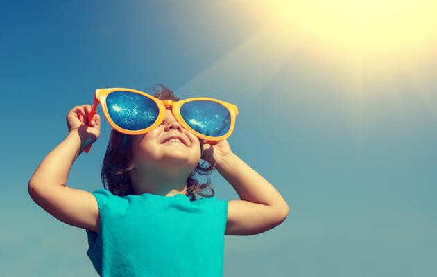 aurinkolasit, aurinkolasien valinta, näin valitset aurinkolasit, turvalliset aurinkolasit, lapsi