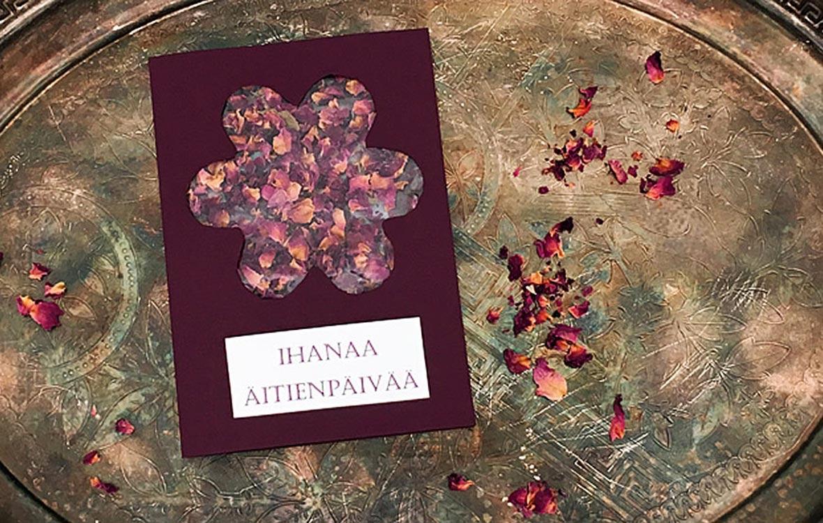 Askartele diy-äitienpäiväkortti helposti ja nopeasti kuivatuista kukista.