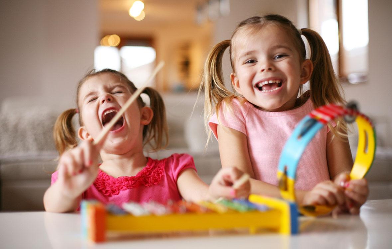 ikuinen pikkusisko, pikkusisko, pikkusiskon rooli, sisarukset, sisarussuhteet, näin sisarussuhteet vaikuttavat