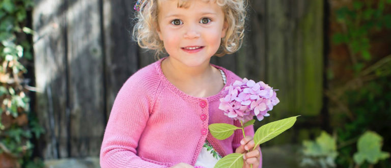 Lapsen pinkki neulejakku