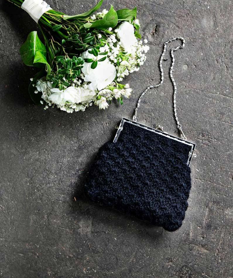 Musta simpukkakuvioinen juhlalaukku