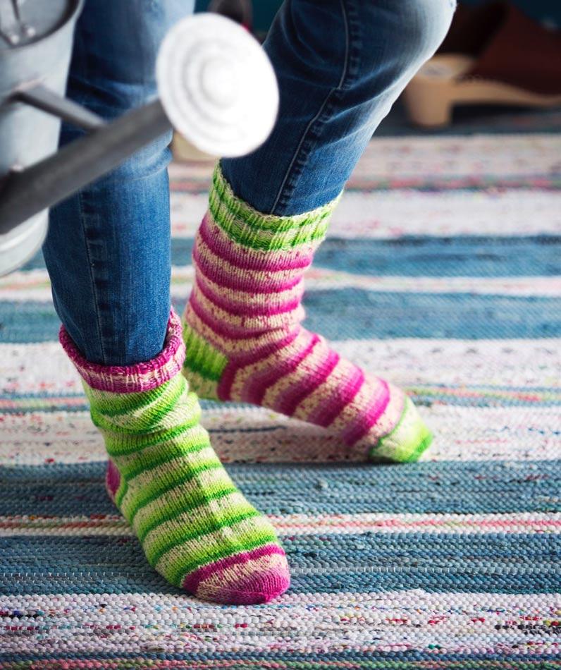 Värikkäät villasukat koko perheelle