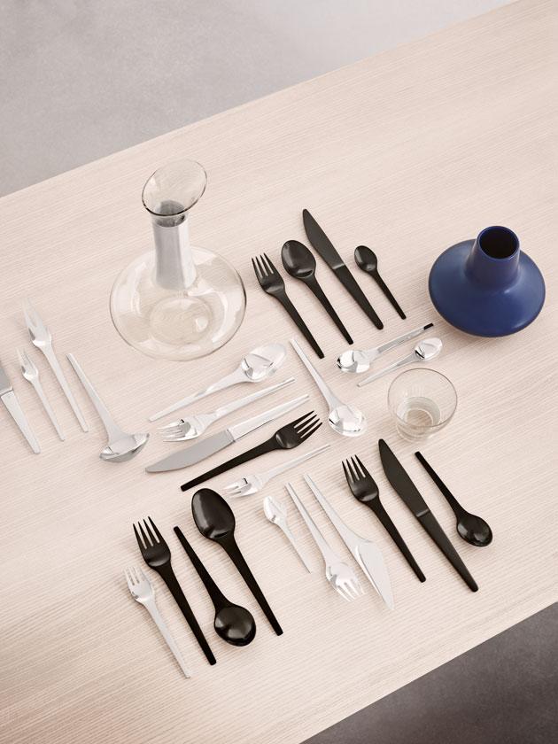 Caravel-aterimet Koppel suunnitteli vuonna 1957. Musta väritys on uusi.