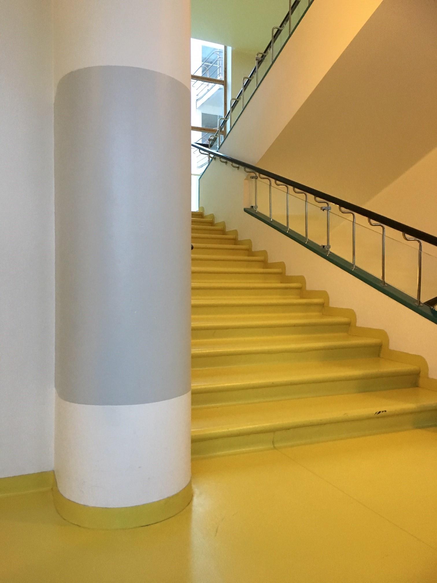 Paimion parantolan keltaiset portaat