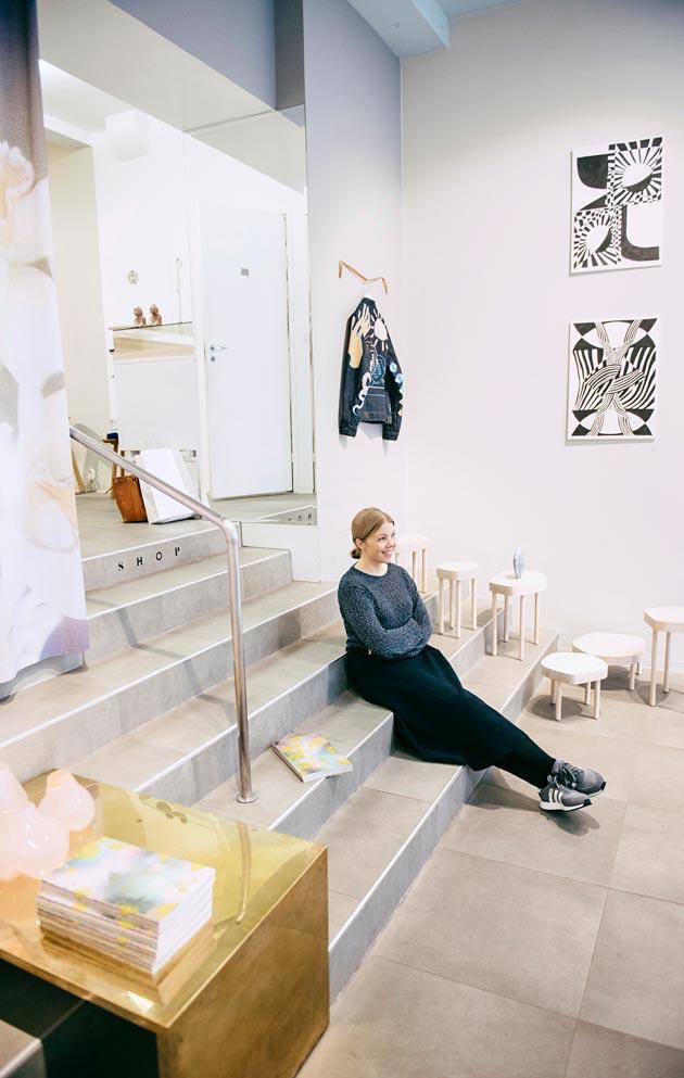 Annankadulla Helsingissä sijaitseva galleria ja konseptimyymälä on annalle tärkeä. Hän lainaa sieltä tuotteita kuvauksiin ja Lokalissa on ollut esillä myös Annan suunnittelemia töitä.