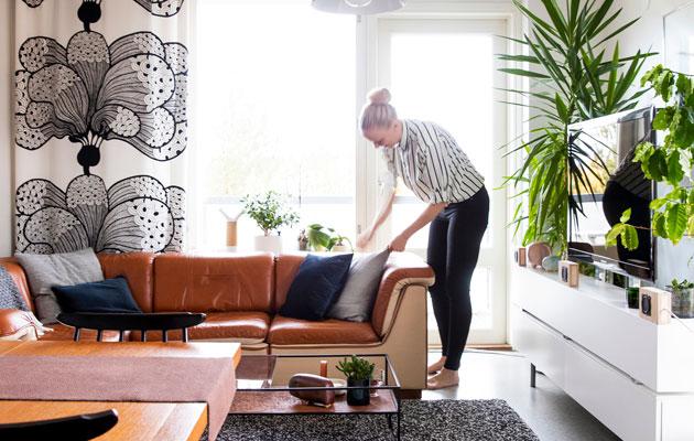 Anni Pitkäjärvi kotonaan.