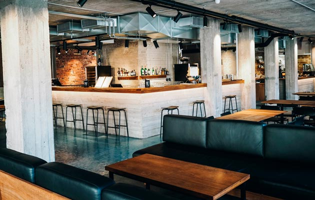 Roso ja tehdashenkisyys leimaavat kesällä avatun Ravintola Tannerin sisustusta.