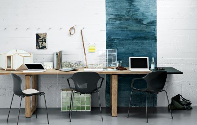 Iso, useamman perheenjäsenen yhteinen työpöytä säästää lopulta tilaa.