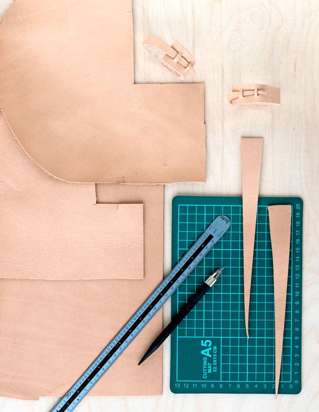Nahkaisen servettirenkaan tekemiseen tarvittavat työvälineet, servettirengas.