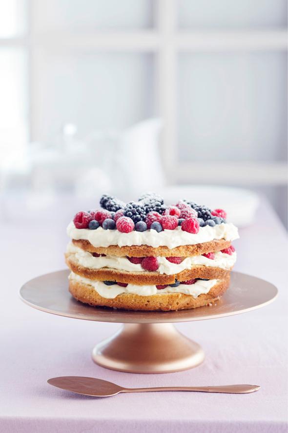 Naked cake eli tutummin nakukakku, kuva: Kristiina Kurronen copyright: Otavamedia