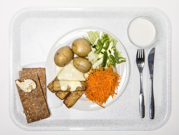 Koulun ruokalistalta löytyvät lahnapuikot, kuva: Marjo Tynkkynen, copyright: Otavamedia