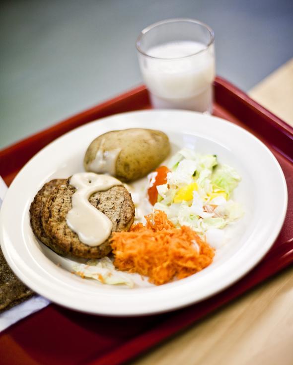 Suomalaista kouluruokaa, kuva: Marjo Tynkkynen, copyright: Otavamedia