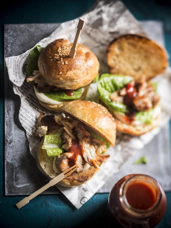 Pienet hampurilaiset, sliderit, ovat myös salonkikelpoista sormisyötävää, kuva: Sampo Korhonen, copyright: Otavamedia