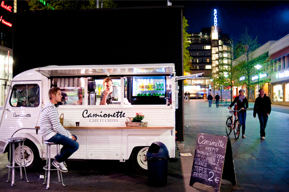 Food truck Helsingin keskustassa, kuva: Ari Heinonen copyright: Otavamedia