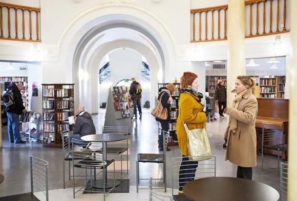 Anja Snellman Kallion kirjastossa