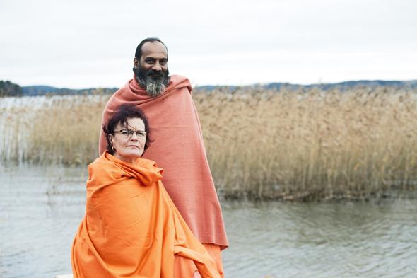 Annukka Helenius kumppaninsa Swami Atmanandan kanssa, kuva: Kai Widell, copyright: Kai Widell