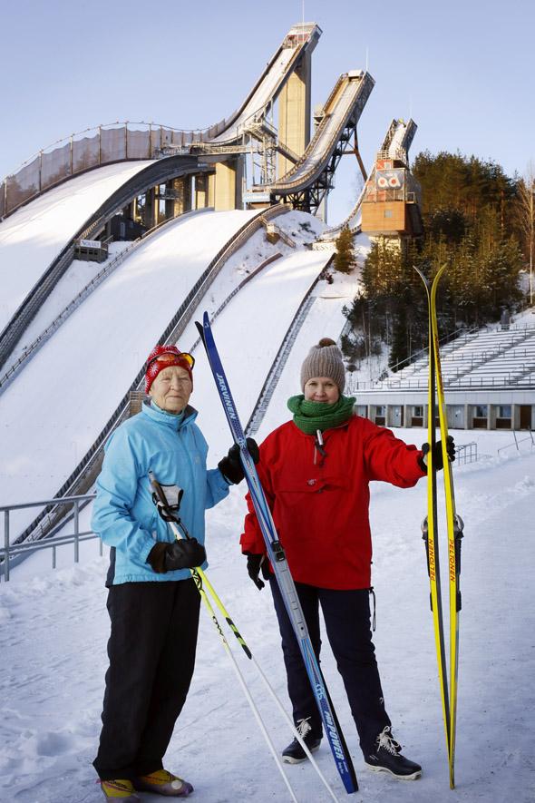 Siiri Rantanen ja toimittaja Essi Salonen hiihtämässä Lahdessa, kuva: Anni Koponen, copyright: Otavamedia