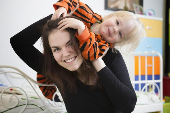 Demi Aulos ja Viima-poika, kuva: Mirva Kakko, copyright: Otavamedia