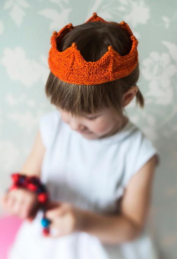 Kuva - Neulo kruunu lapselle