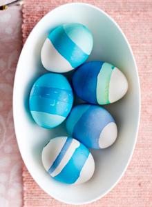 Vahatekniikalla värjätyt pääsiäismunat