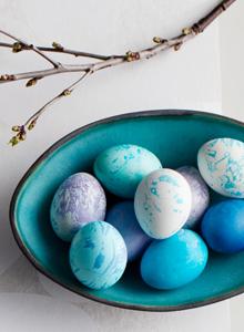 Pääsiäismunien maalaus marmoroimalla