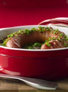 Kuva - Uunimakkara ja makkarakastike ovat edullista ruokaa