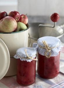 Kuva - Omatekoinen omenahillo säilöö sadon