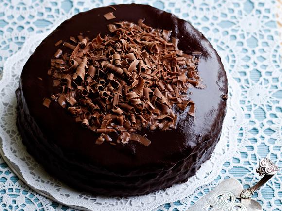 Kuva - Suklaakakku vie kielen mennessään