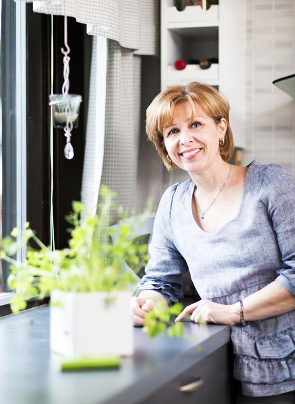 Hanni Angelaho kotonaan, kuva: Pekka Holmström, copyright: Otavamedia