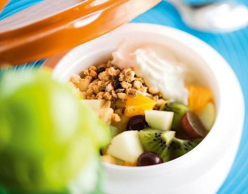 Hedelmäsalaatti-rahkakupit