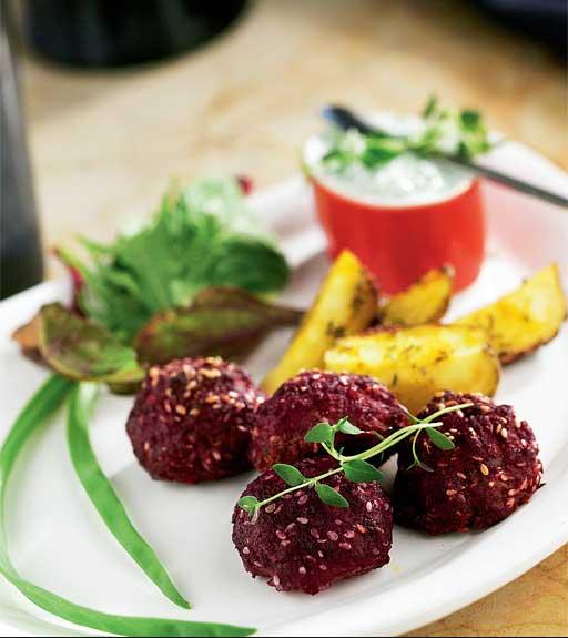 Kuva - Viikon ruokalista 4.9.-10.9.: Pirteät punajuuripyörykät ja muut helpot syysyruoat