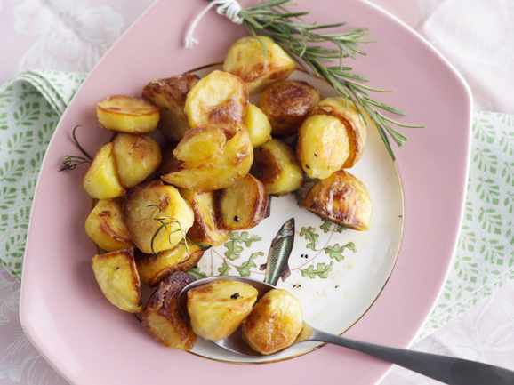valkosipuli-rosmariinipaahdetut perunat