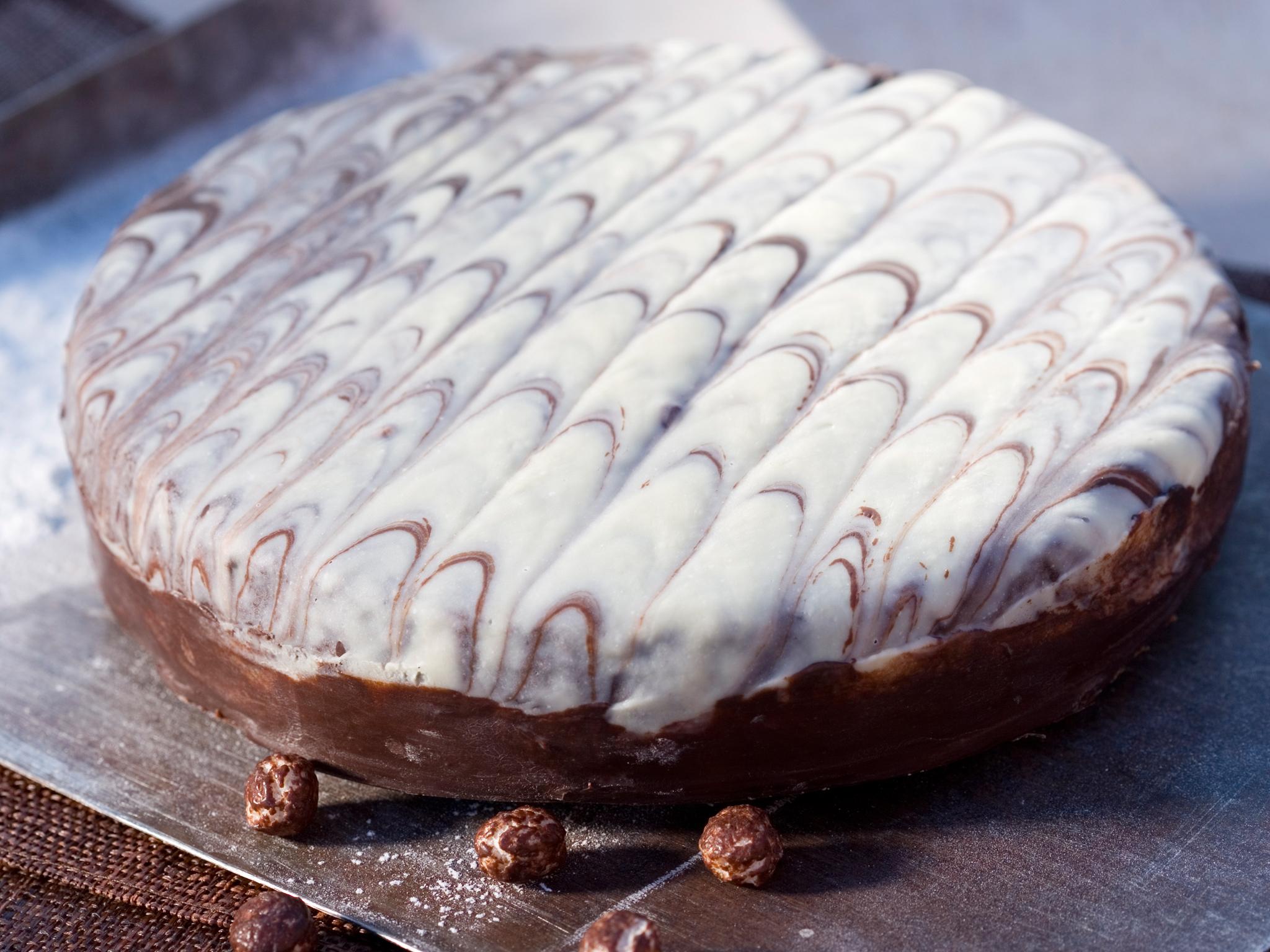 Kuva - Suklaakakku aprikoosihillolla