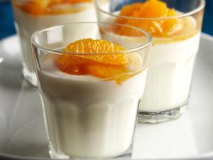 Jogurttipannacotta ja marinoitua appelsiinia