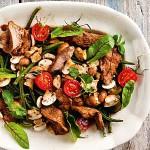 Lampurin salaatti on ruokaisan maukasta