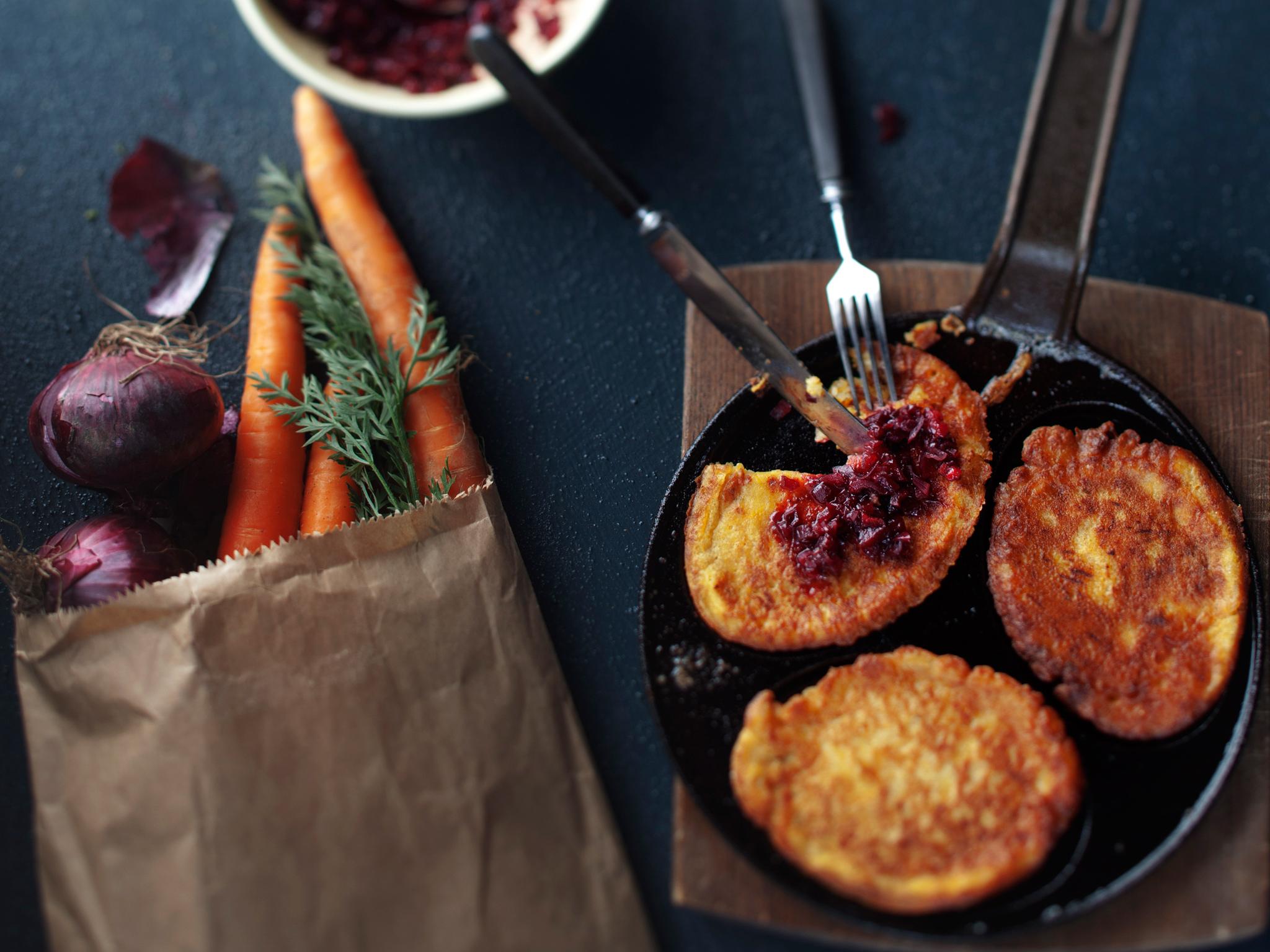 porkkana-parmesaaniletut ja puolukka-punasipulirelissi