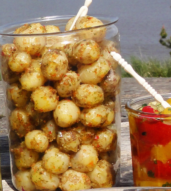 uudet perunat mojo-kastikkeessa
