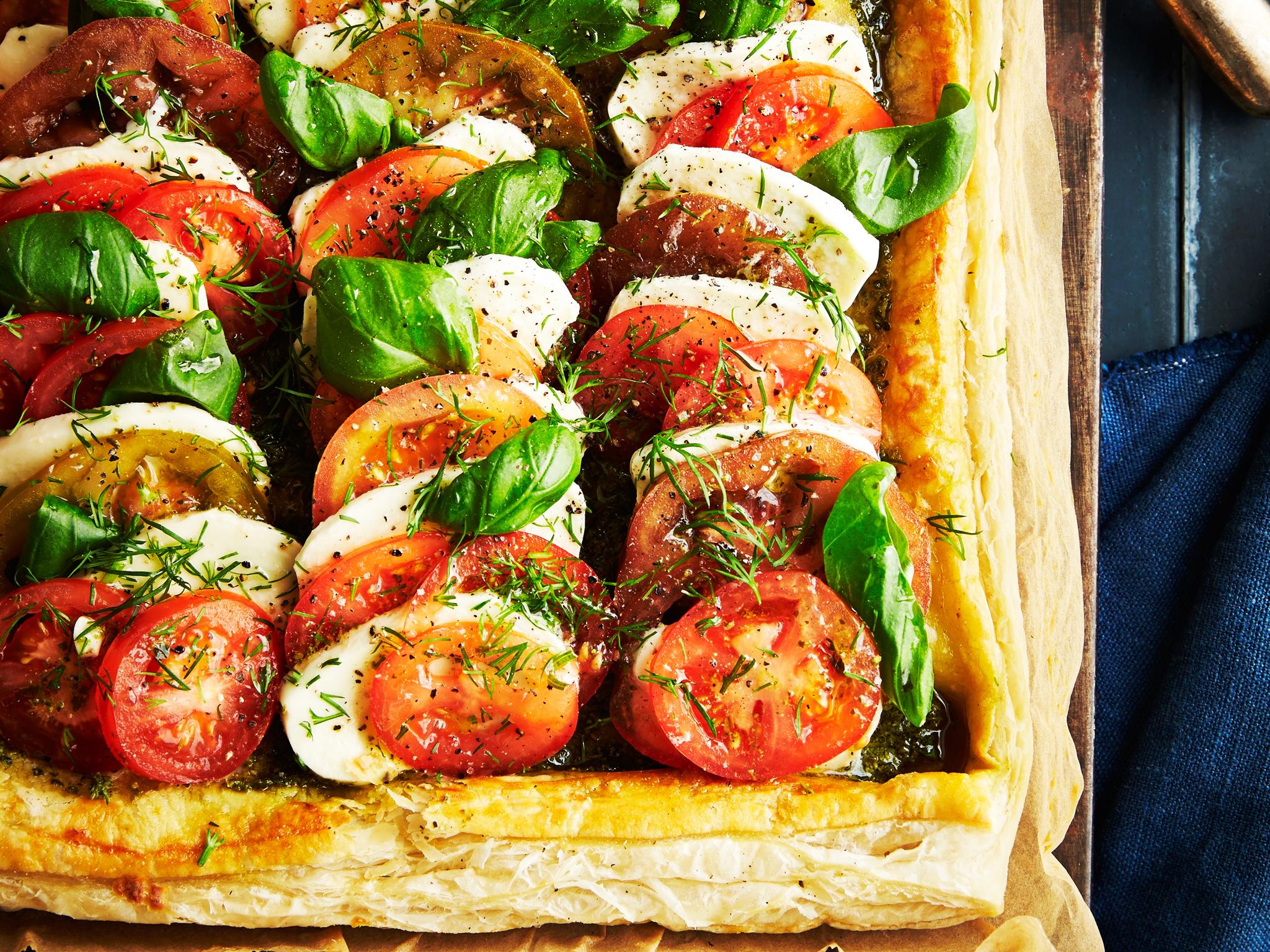 Tomaatti-mozzarellapiirakka
