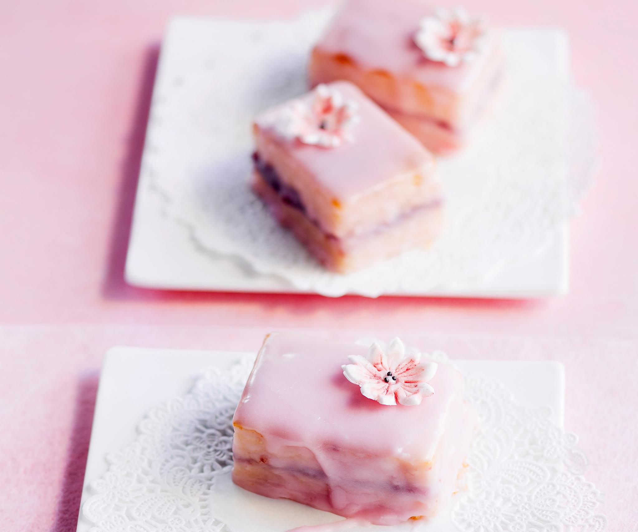 Vaaleanpunaiset leivokset