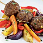 Kreikkalaiset lihapullat ja uunikasvikset
