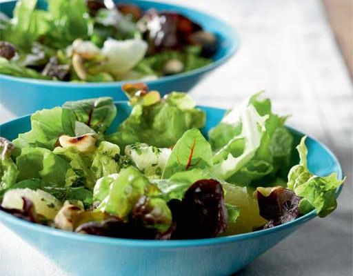 Salaatti ja yrttiöljy